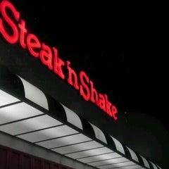 Photo taken at Steak 'n Shake by Beau B. on 2/22/2012