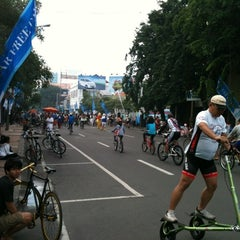 Photo taken at Car Free Day Tunjungan by Ari R. on 2/12/2012