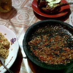 Photo taken at Lesehan Temen Ayam Kampung by nicken k. on 10/19/2011