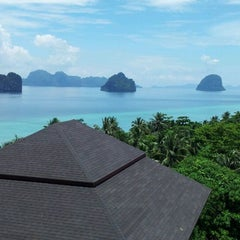 Photo taken at Koh Ngai Cliff Beach Resort by RiceoiiOat W. on 4/11/2012