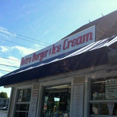 Photo taken at Retro Burger by Larry R. on 6/14/2012