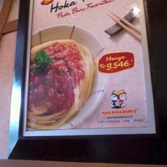 Photo taken at Hoka Hoka Bento by Adinda T. on 8/9/2012