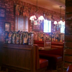 Photo taken at Mimi's Cafe by Aaron Chiklet A. on 4/30/2012