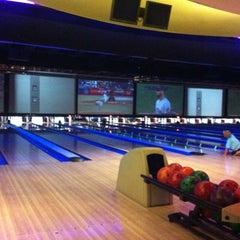 Photo taken at 10Pin Bowling Lounge by Jose R. on 8/15/2012