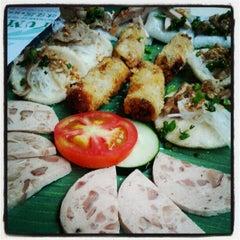 Photo taken at Yummy Vietnamese Restaurant  味佳居 by Chibie Z. on 6/10/2012