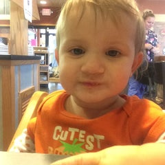 Photo taken at Pizza Hut by Jessica P. on 11/24/2014
