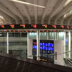 Photo taken at 東京証券取引所 (Tokyo Stock Exchange) by Nao on 11/2/2015