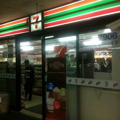 Photo taken at 7-Eleven by ตายไปแล้ว ส. on 10/23/2013