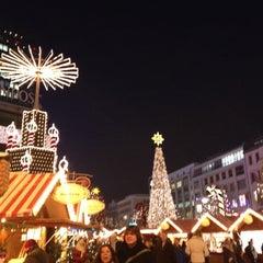 Photo taken at Weihnachtsmarkt an der Gedächtniskirche by Hiroshi H. on 12/14/2012