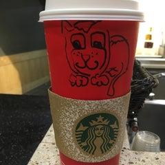 Das Foto wurde bei Starbucks von 🐱Fellbande🐱 am 12/21/2015 aufgenommen