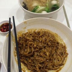 Photo taken at Ak Noodles House 阿坤西刀鱼丸 by ejad i. on 3/26/2015