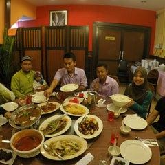 Photo taken at New Horizon Garden Restaurant by Nabela D. on 7/6/2015