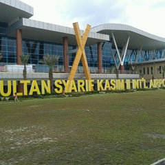 Photo taken at Sultan Syarif Kasim II International Airport (PKU) by Tri S. on 4/28/2013