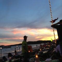 Photo taken at หาดทรายแก้ว (Sai Kaew Beach) by iEwwy Z. on 5/1/2013