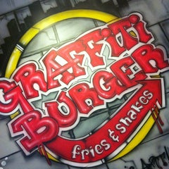 Photo taken at Graffiti Burger by Stainy F. on 10/13/2012