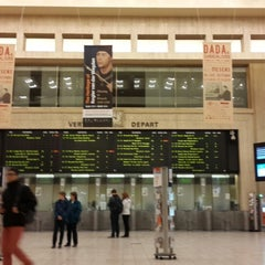 Photo taken at Gare de Bruxelles-Central / Station Brussel-Centraal by Ruben D. on 10/12/2013