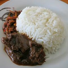 Photo taken at ARS Nasi Lemak Restaurant by Pondok W. on 12/16/2013