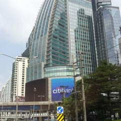 Photo taken at แยกอโศก (Asok Intersection) by ณุ i. on 1/27/2013