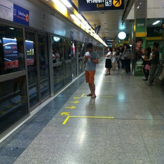 Photo taken at MRT พหลโยธิน (Phahon Yothin) PHA by A S. on 1/27/2013