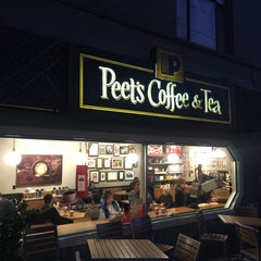 Photo taken at Peet's Coffee & Tea by Donald P. on 11/29/2015
