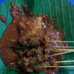 Photo taken at Restoran Kubang Hayuda by Nini on 7/29/2015