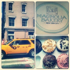 Photo taken at Magnolia Bakery by Stephanie M. on 7/5/2013