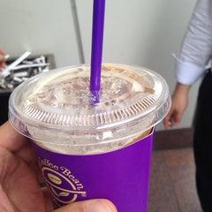 Photo taken at The Coffee Bean & Tea Leaf by Jason Jun K. on 6/10/2014