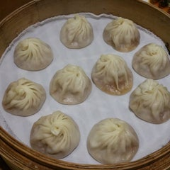 Photo taken at Din Tai Fung 鼎泰豐 by Amos D. on 6/26/2015