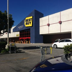 Photo taken at Best Buy by Bob C. on 1/19/2013