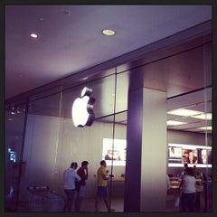 Photo taken at Apple Store, Campania by Genady O. on 9/21/2013