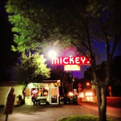 Photo taken at Mickey's Diner by Tasty Lighting Supply on 7/4/2013