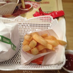 Photo taken at MOS Burger by Liza S. on 11/7/2012