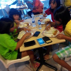 Photo taken at KFC / KFC Coffee by Alfanso M. on 12/27/2014