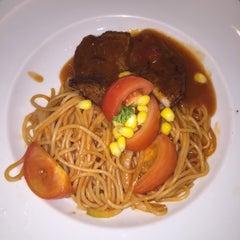 Photo taken at Hong Kong Kim Gary Restaurant (香港金加利茶餐厅) by Cindy 鄭. on 10/23/2015