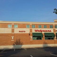 Photo taken at Walgreens by Darryl M. on 9/11/2013