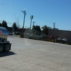 Photo taken at Foster Farms by Lerone W. on 9/30/2014