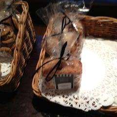 Photo taken at Corner Bakery Cafe by EnriKe K. on 10/4/2012
