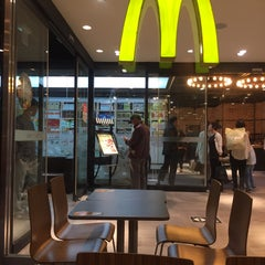 Photo taken at 맥도날드 (McDonald's) by Jee In K. on 10/9/2015
