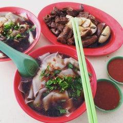 Photo taken at Hougang 105 Hainanese Village Centre (Lorong Ah Soo Food Centre) by Kwek S. on 9/5/2015