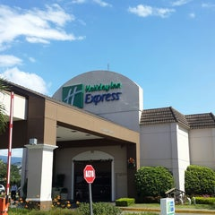 Photo taken at Holiday Inn Express San José Aeropuerto by Elmer U. on 12/21/2014