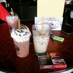 Photo taken at OldTown White Coffee by Muhammad A. on 3/4/2015