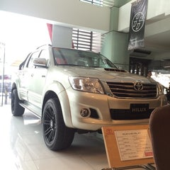 Photo taken at Toyota North Edsa by Mhy J. on 11/19/2014