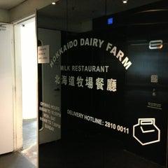 Photo taken at Hokkaido Dairy Farm Milk Restaurant 北海道牧場牛奶餐廳 by Warren S. on 3/3/2013