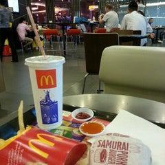 Photo taken at McDonald's & McCafé (แมคโดนัลด์ & แมคคาเฟ่) by Eddie C. on 4/29/2013