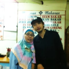 Photo taken at Kantin Rujak Cingur Pak Hadi by Dito A. on 11/9/2012