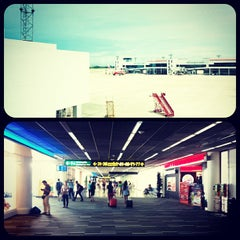 Photo taken at Don Mueang International Airport (DMK) ท่าอากาศยานดอนเมือง by Kris P. on 7/22/2013