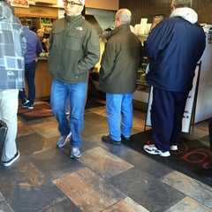 Photo taken at Hot Bagels Abroad by Denyse D. on 1/17/2015