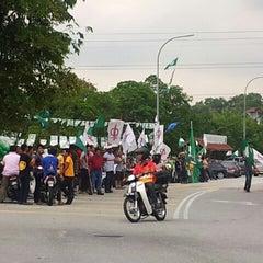 Photo taken at SJKC Serdang Baru 2 by Nor Z. on 5/5/2013