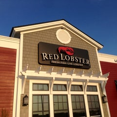 Photo taken at Red Lobster by Chriss Jeremy S. on 4/22/2013