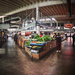 Photo taken at Sweet Auburn Curb Market by Justin R. on 5/2/2013